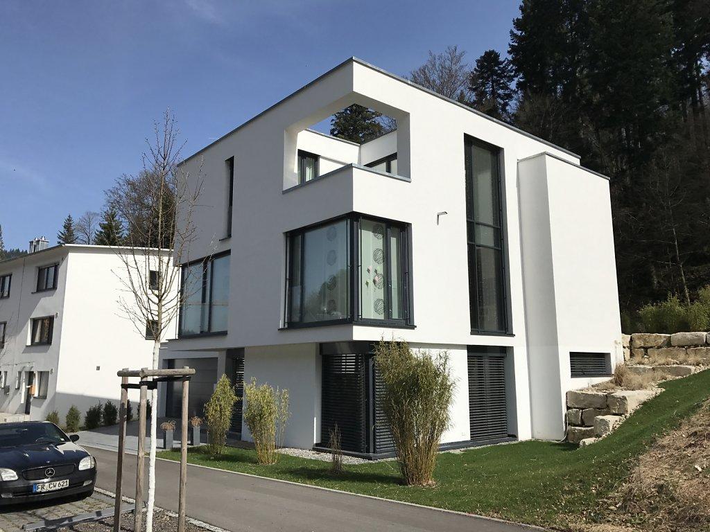 Wohnhaus mit Gewerbeeinheit